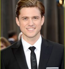 Aaron Tveit's picture