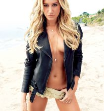 Ashley Tisdale's picture