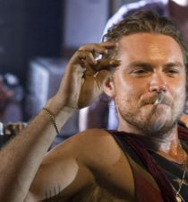 Clayne Crawford's picture