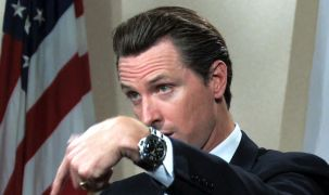Кто из знаменитостей носит наручные часы на правой руке