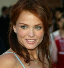 Dina Meyer's picture