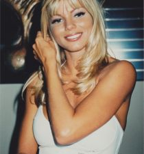 Donna D'Errico's picture