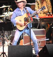 Dwight Yoakam's picture
