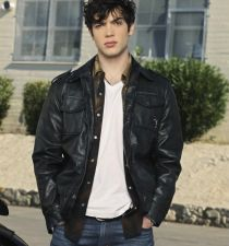 Ethan Peck's picture