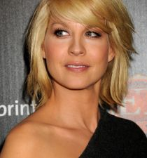 Jenna Elfman's picture
