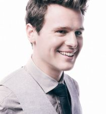 Jonathan Groff's picture