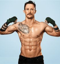 Jonathan Tucker's picture