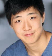 Justin Lee (actor)'s picture