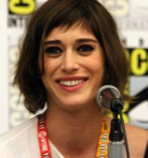 Lizzy Caplan's picture