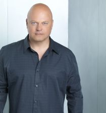 Michael Chiklis's picture