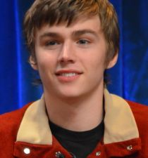 Miles Heizer's picture